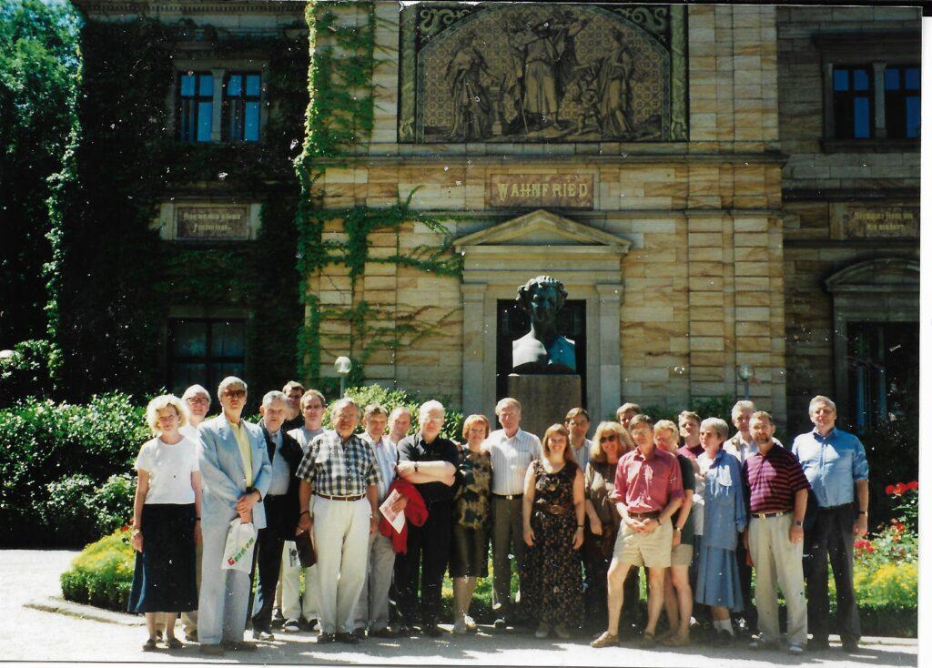 Bayreuth-farar 1995 fyrir framan Wahnfried